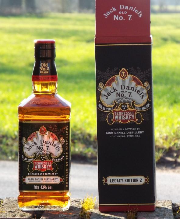 Jack Daniel's Sour Mash Tennessee Whiskey LEGACY EDITION No. 2 - BLACK DESIGN 43% Vol. 0,7l in Geschenkbox